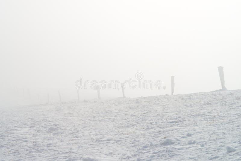 Montanha nevoenta fotos de stock royalty free