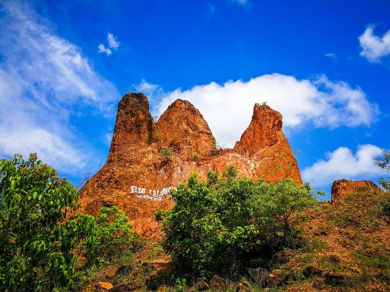 montanha no céu fotografia de stock royalty free