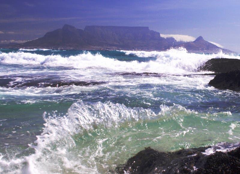 Montanha no mar fotografia de stock royalty free