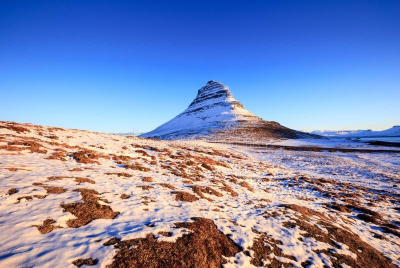 Montanha no nascer do sol, Islândia de Kirkjufell fotografia de stock