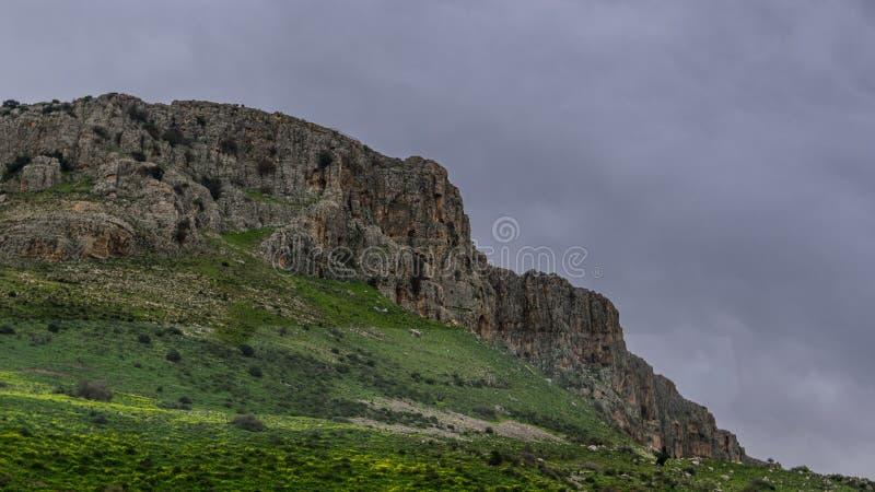 Montanha perto do mar de Galilee fotos de stock royalty free