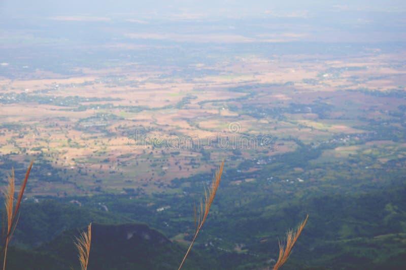 A montanha Phu Thap Boek é o nome da vila de Hmong em Tailândia fotos de stock