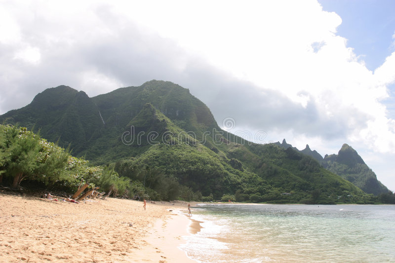 Montanha, praia e mar foto de stock royalty free