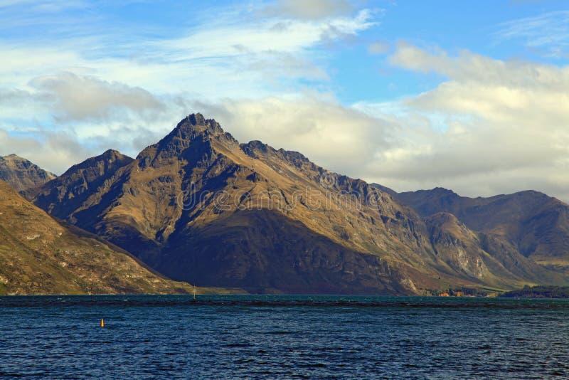 Montanha Queenstown Nova Zelândia do lago imagem de stock royalty free