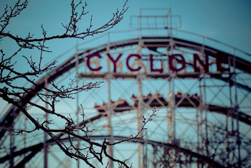 Montanha russa do ciclone foto de stock royalty free