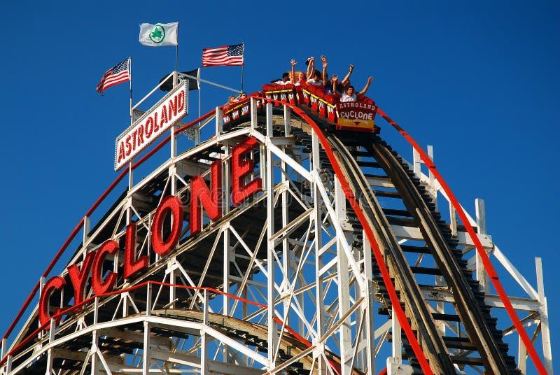 Montanha russa do ciclone de Coney Island imagens de stock