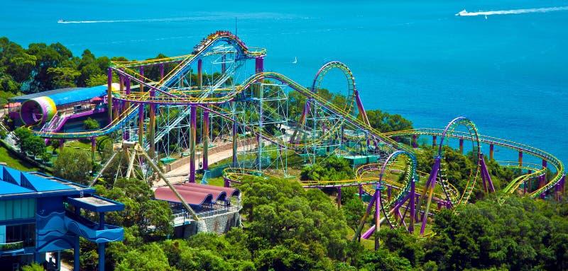 Montanha russa no parque Hong Kong do oceano imagem de stock royalty free