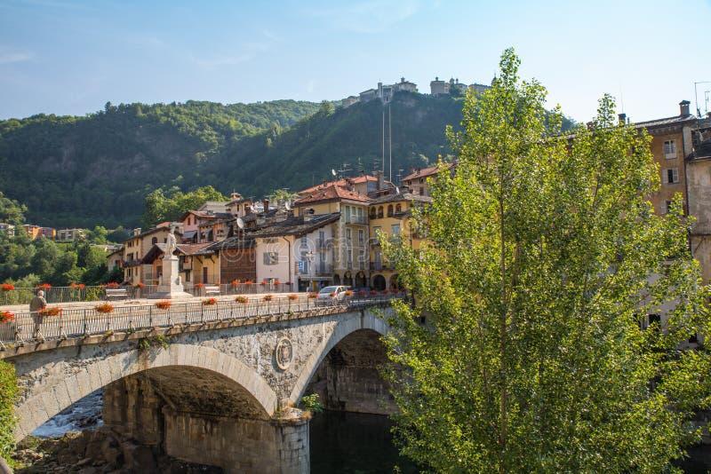 Montanha santamente de Sacro Monte di Varallo em Piedmont Itália - escadas - patrimônio mundial do Unesco imagens de stock