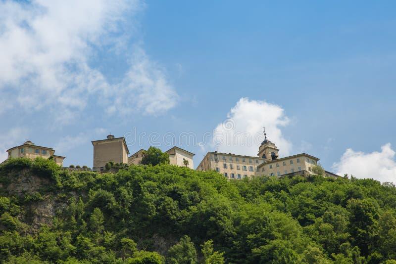 Montanha santamente de Sacro Monte di Varallo em Piedmont Itália - escadas - patrimônio mundial do Unesco foto de stock