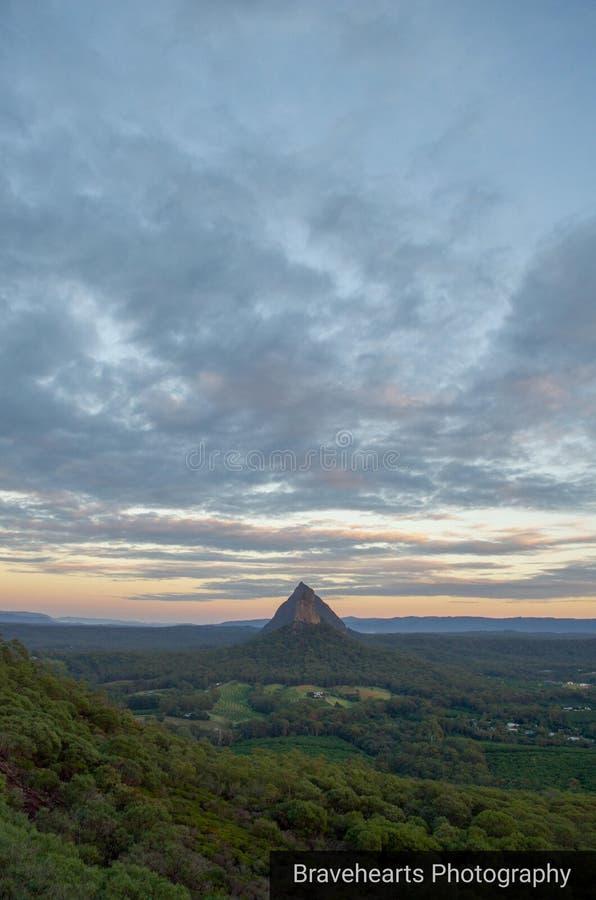 Montanha solitária fotos de stock