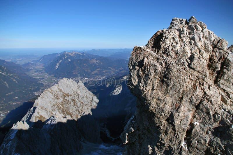 Montanha Zugspitze da neve, Alemanha. foto de stock