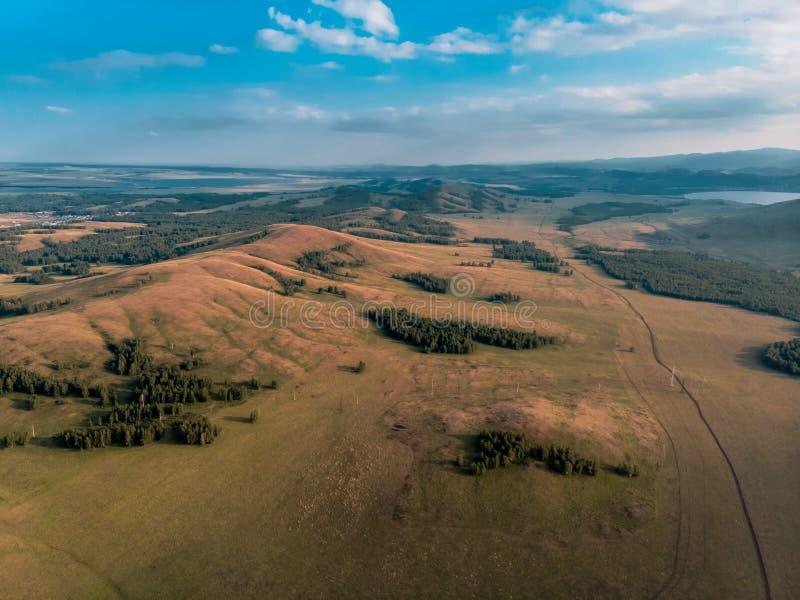 Montanhas à proximidade do lago Bannoe, república Bashkortostan, Rússia fotografia de stock