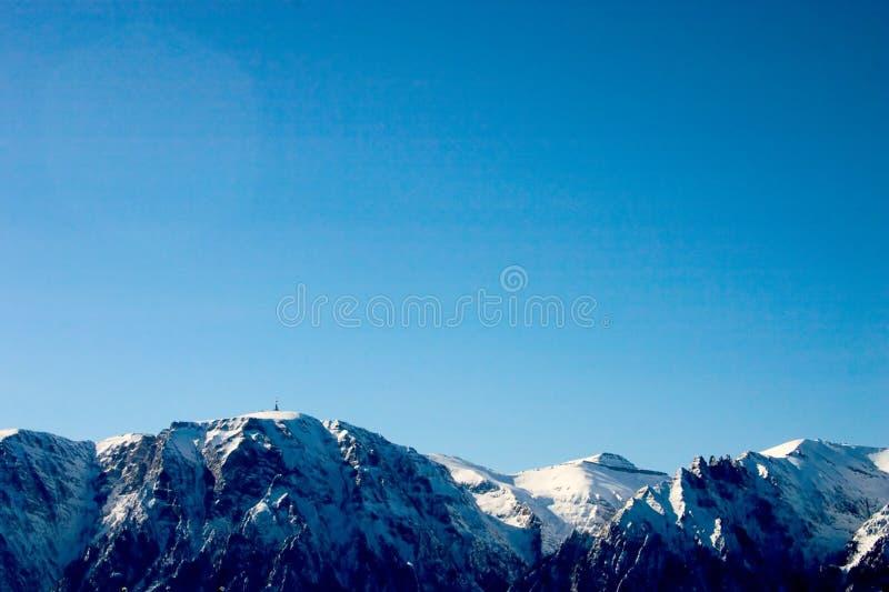 Download Montanhas imagem de stock. Imagem de neve, inverno, frio - 102965