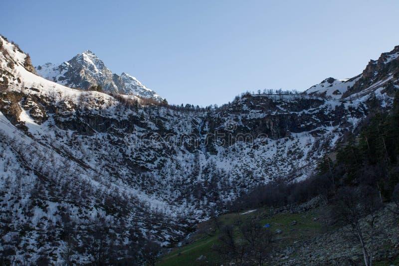 Montanhas adiantadas da mola fotos de stock