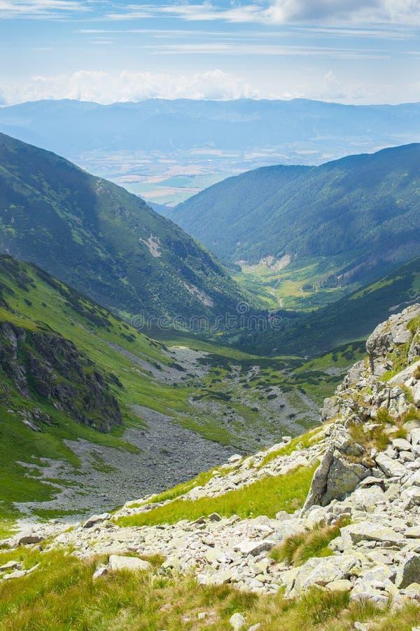 Montanhas altas de Tatras, Eslováquia no verão com nuvens fotografia de stock royalty free