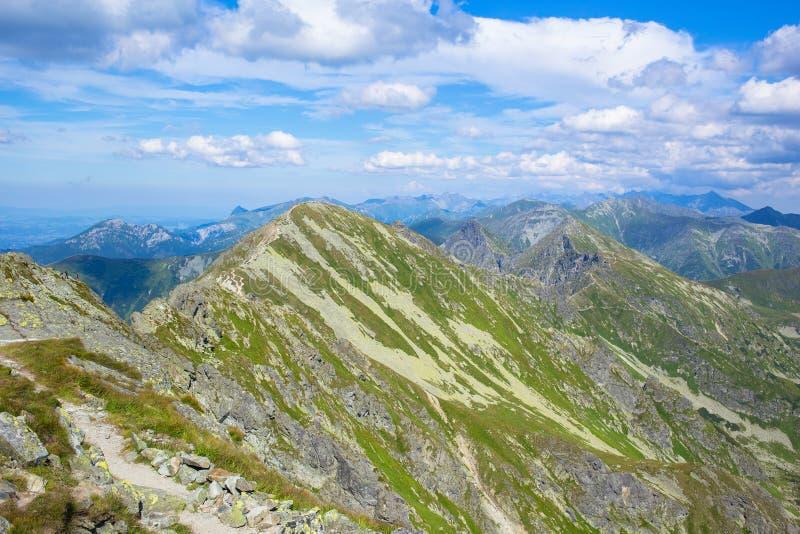 Montanhas altas de Tatras, Eslováquia no verão com nuvens imagens de stock royalty free