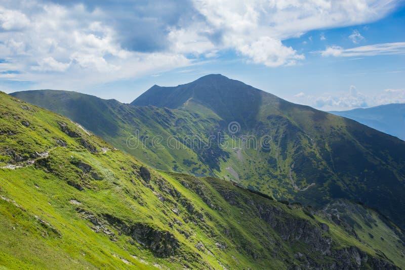 Montanhas altas de Tatras, Eslováquia no verão com nuvens imagem de stock royalty free