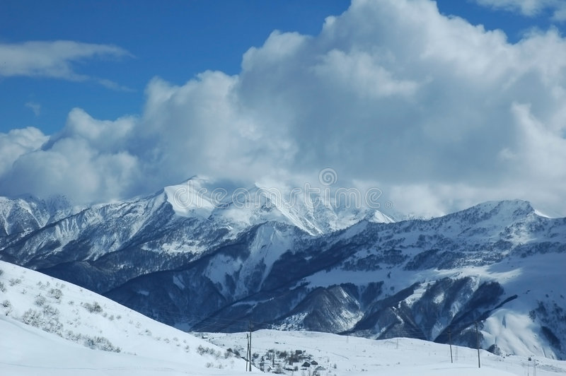 Montanhas altas no inverno imagens de stock royalty free