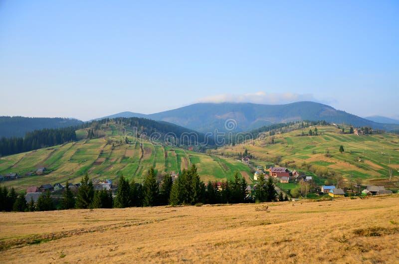 Montanhas bonitas dos Carpathians Ucrânia ocidental fotografia de stock royalty free