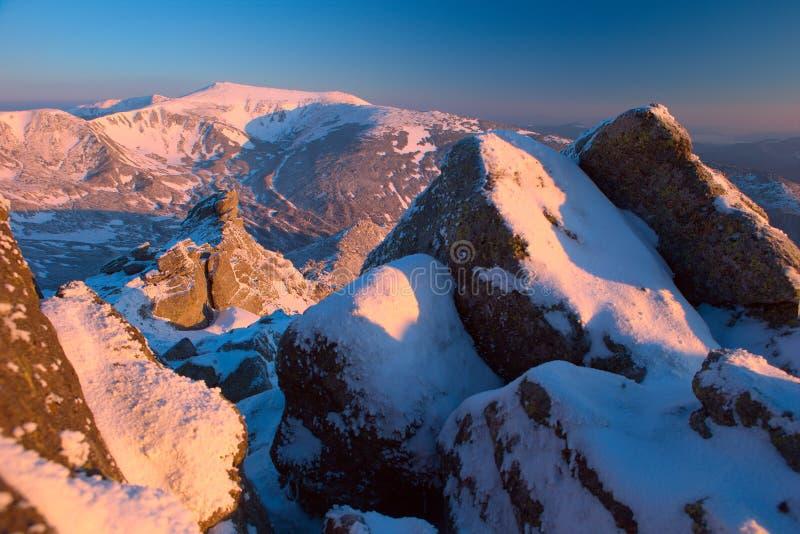 Montanhas Carpathian do inverno fotografia de stock royalty free