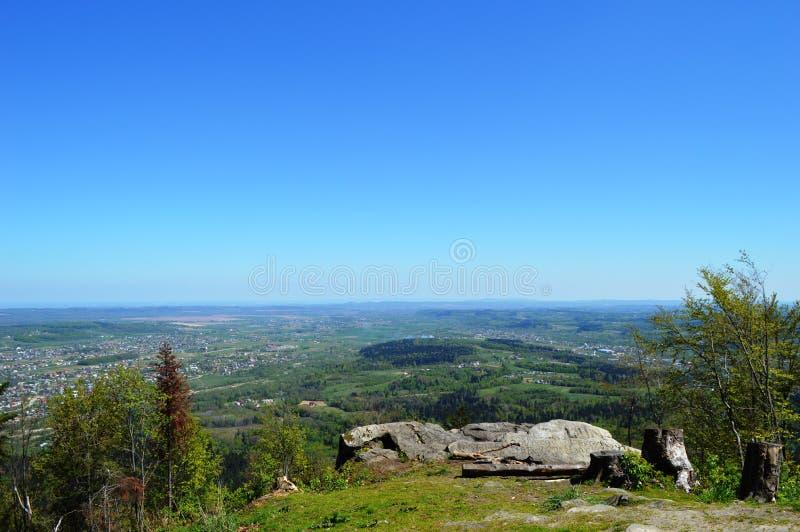 Montanhas Carpathian ucranianas Vista do ponto da montagem fotos de stock royalty free