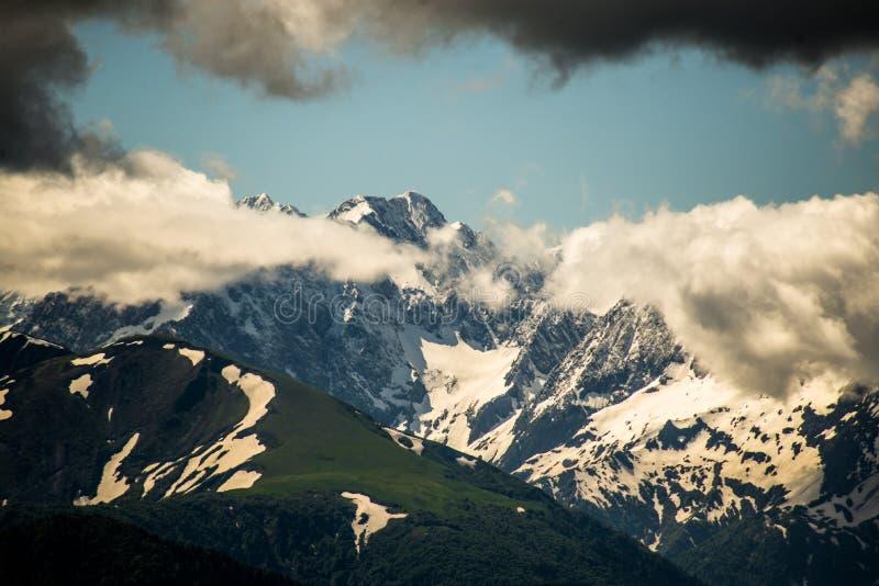 Montanhas caucasianos, Chugush imagens de stock