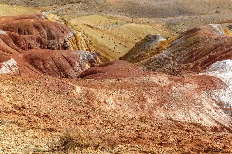 Montanhas coloridas da textura da rocha do fundo imagens de stock