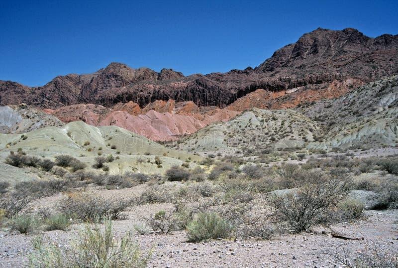 Montanhas coloridas em Bolívia, Bolívia fotografia de stock royalty free