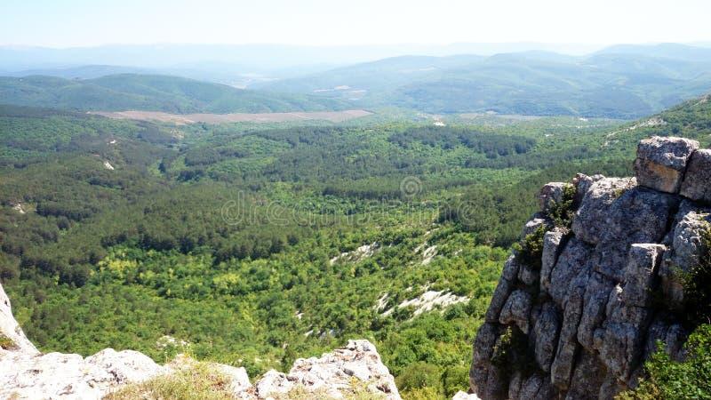 Montanhas crimeanas e dia ensolarado fotos de stock royalty free
