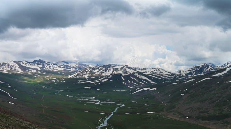 Montanhas da geleira da parte superior de Babusar imagem de stock