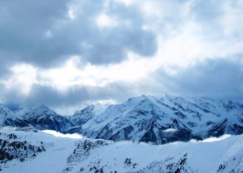 Download Montanhas da luz solar imagem de stock. Imagem de monte - 12807943