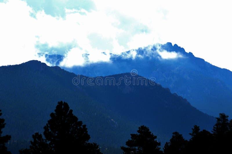 Montanhas da manhã fotografia de stock