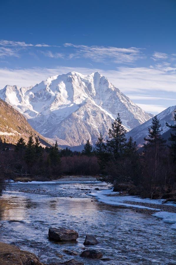Montanhas da neve de LaYa fotografia de stock royalty free