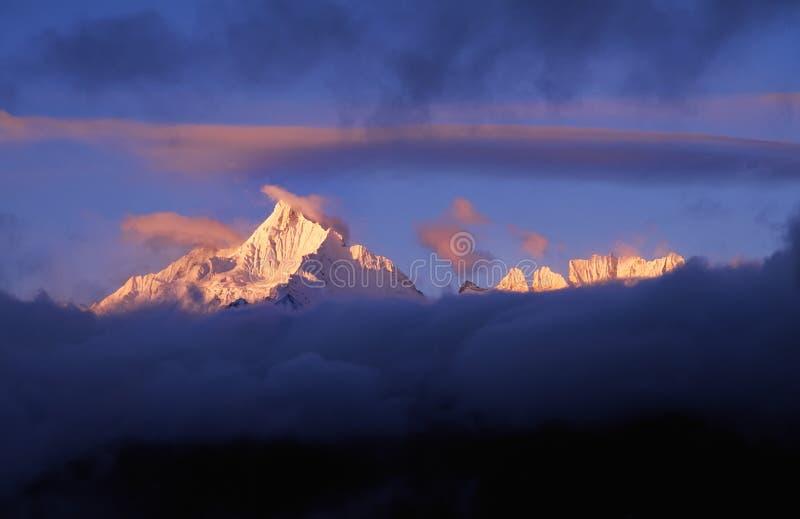 Montanhas da neve de Meili imagem de stock