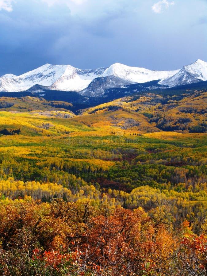 Montanhas da queda imagens de stock