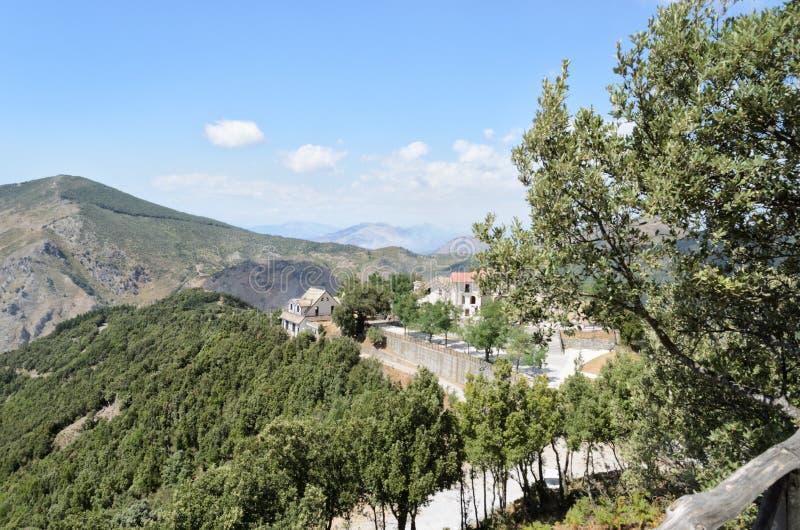 Montanhas da reserva Basilicata de Pollino, Itália do sul fotografia de stock