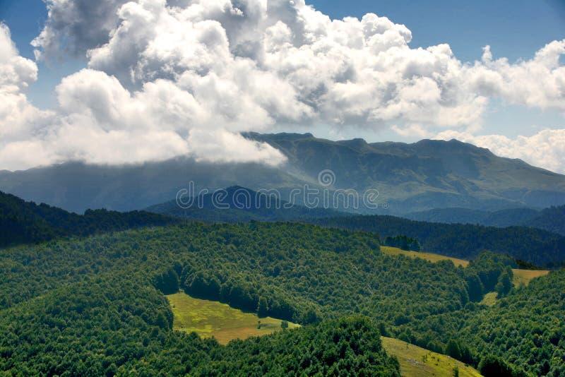 Montanhas de Bósnia média fotos de stock