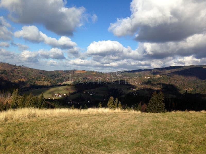 Montanhas de Beskidy fotos de stock