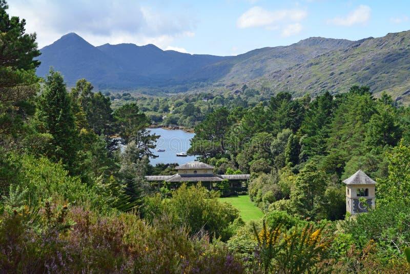 Montanhas de Caha da ilha de Garinish imagem de stock royalty free