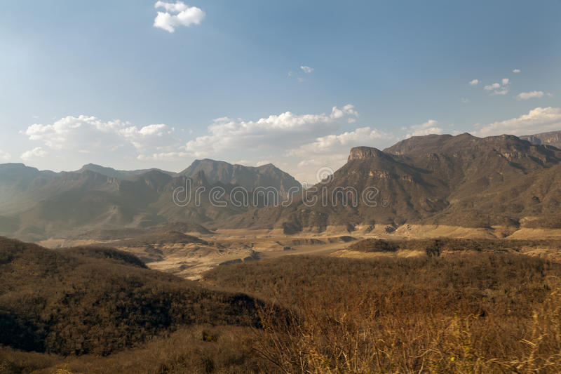 Montanhas de cobre da garganta em México foto de stock