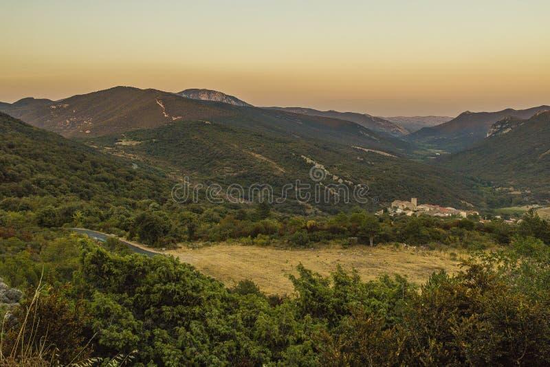 Montanhas de Corbieres, França imagem de stock royalty free
