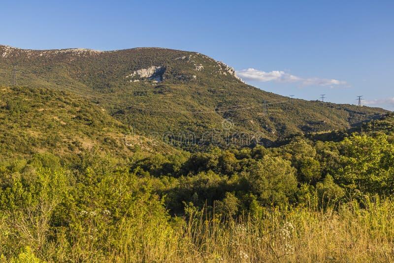 Montanhas de Corbieres, França imagens de stock
