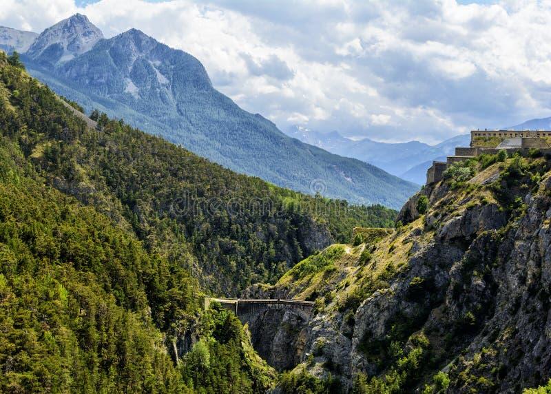 Montanhas de Ecrins em Hautes-Alpes Provence foto de stock