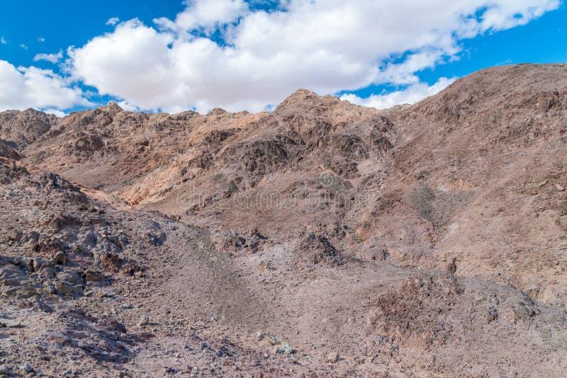 Montanhas de Eilat, Israel Vista das rochas e das nuvens imagem de stock