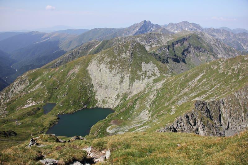 Montanhas de Fagaras, lago capra imagens de stock royalty free