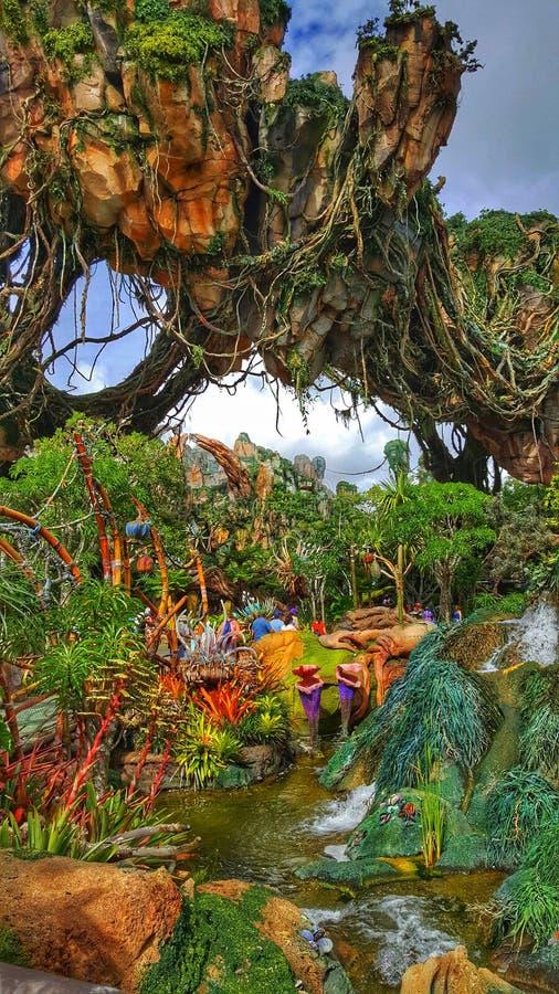 Montanhas de flutuação no mundo do Avatar no reino animal do ` s de Disney fotos de stock royalty free