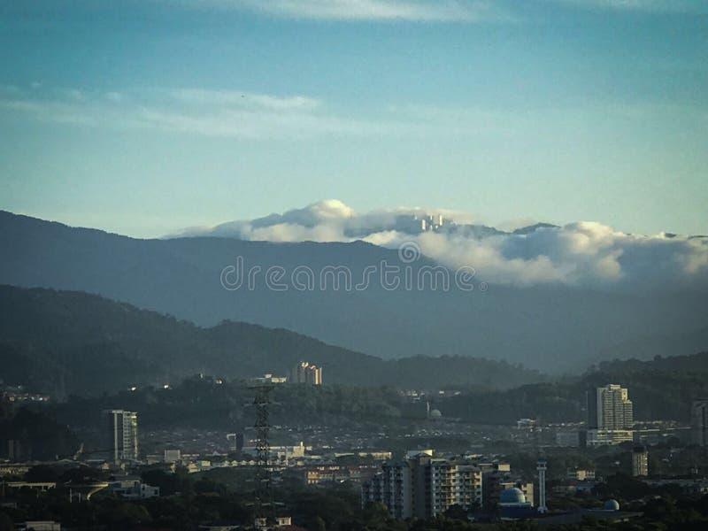 Montanhas de Genting da manhã na parte superior da montanha fotos de stock royalty free