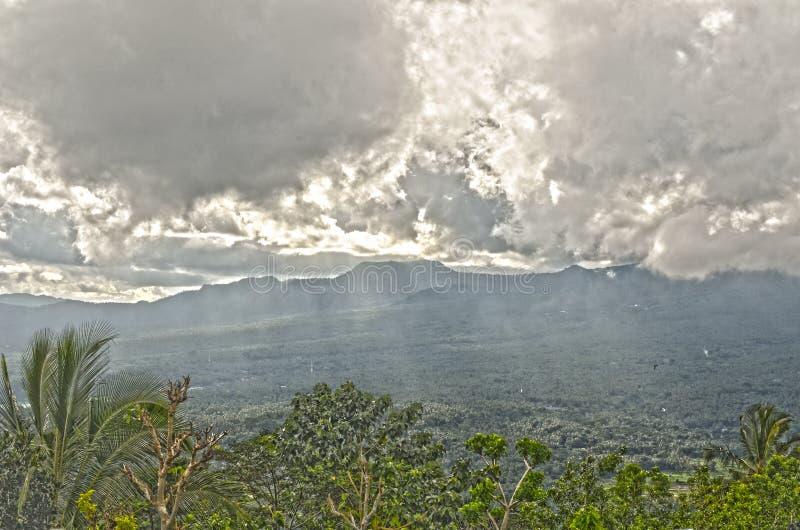 Montanhas de Lempuyang imagem de stock royalty free