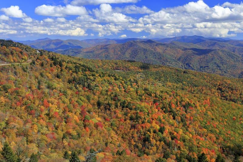 Montanhas de Ridge azul no outono fotos de stock royalty free