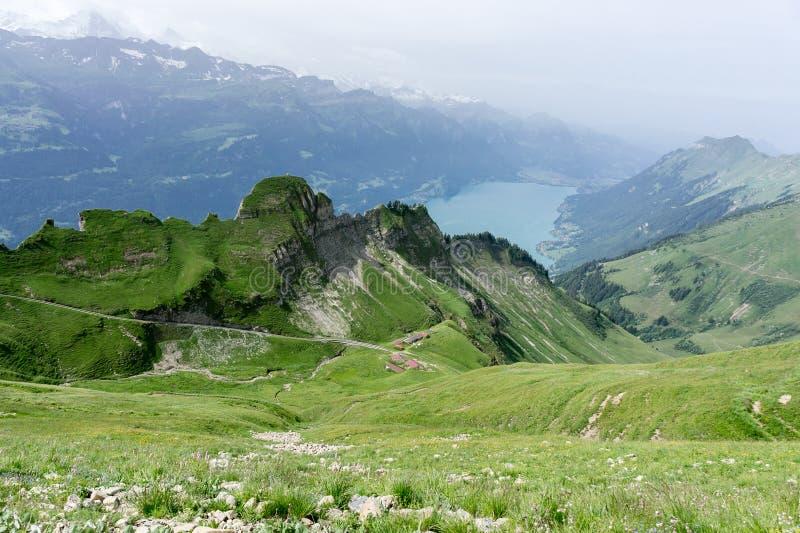 Montanhas de Rothorn e lago Brienz - Suíça fotografia de stock